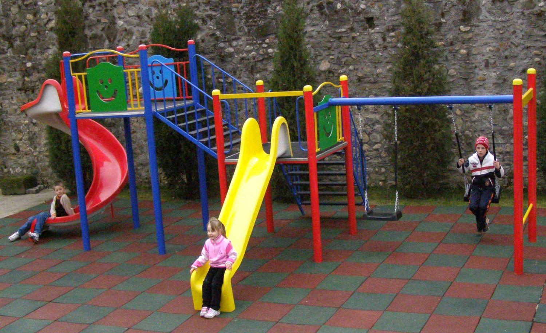 Tobogan copii, cu leagane si scara, M-2010, structura metalica, 685 x 340 x 260 cm
