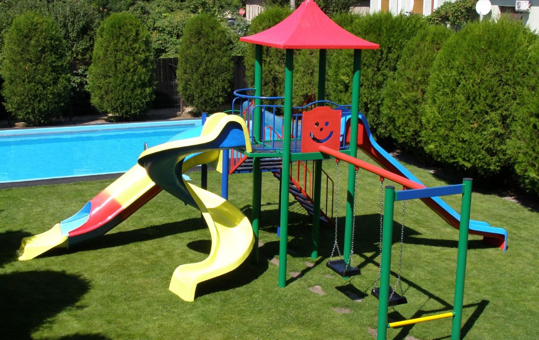 Tobogan copii, cu leagane si scara, CJ.32.01, structura metalica, 640 x 650 x 390 cm
