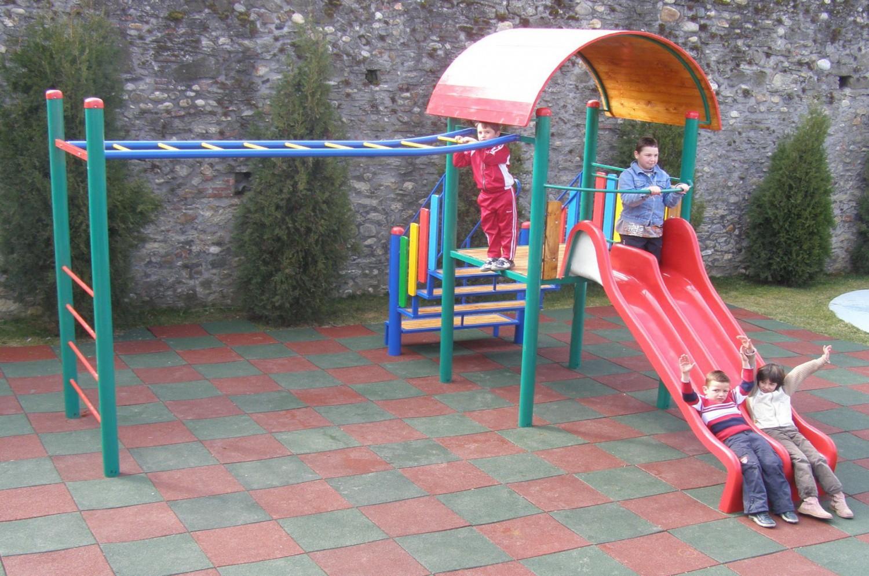 Tobogan copii, cu scara, M1-2008, structura metalica, 460 x 470 x 300 cm