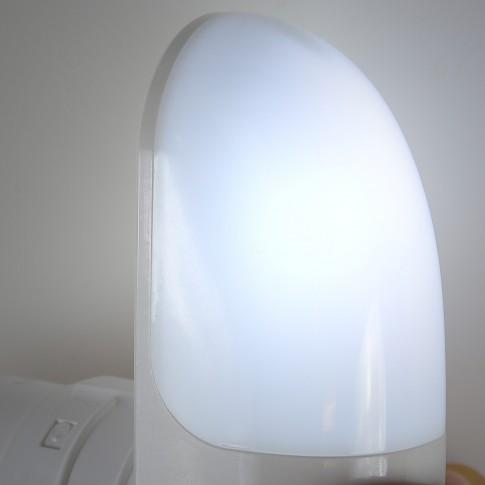 Lampa de veghe LED 00-577, 1W, cu senzor lumina, alimentare priza, alba