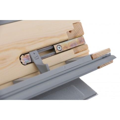 Fereastra de mansarda Velux Standard GZL 1051 MK06, operare de sus, cu opritor, 78 x 118 cm + rama de etansare Velux EDW 0000 MK06, 78 x 118 cm