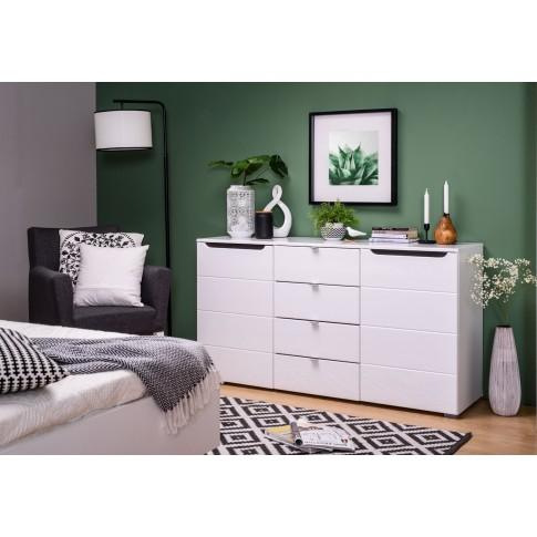 Comoda dormitor Karl 3K4F, cu 4 sertare, alb + lemn negru, 150 x 80.5 x 41.5 cm, 2C
