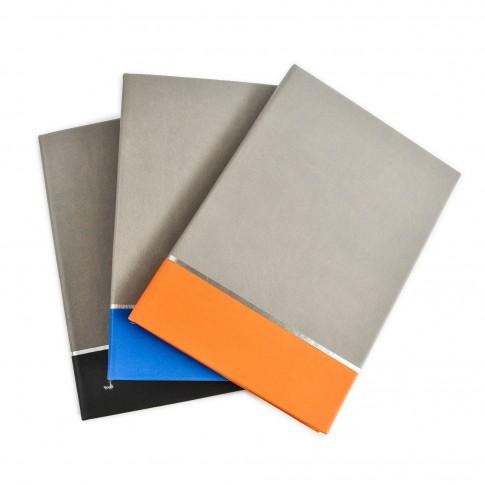 Agenda nedatata, coperta in doua culori, format A5, diverse culori, 224 pagini
