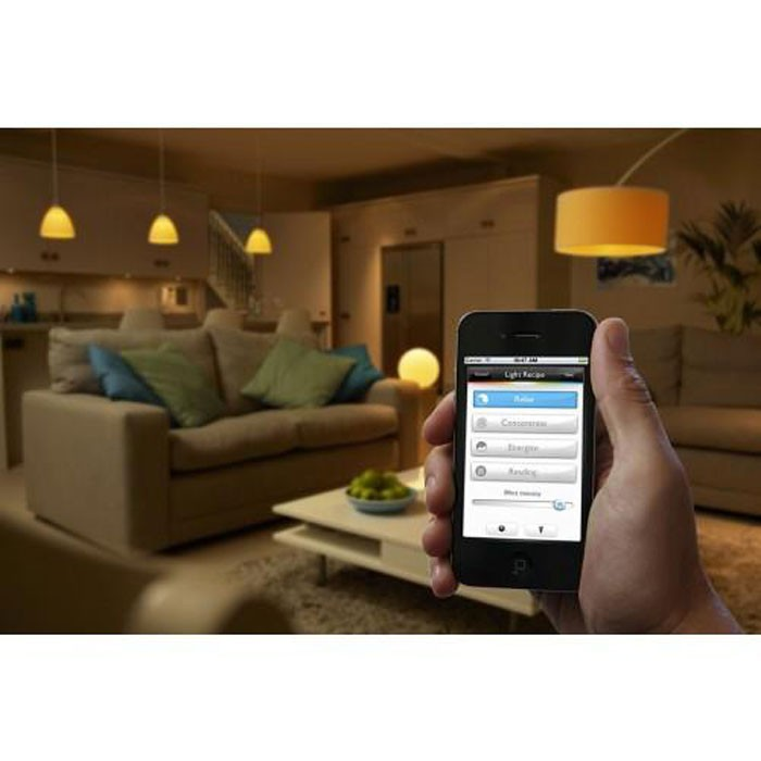Starter Kit Philips Hue: 3 becuri LED RGB E27 clasic A19 10W + 1 consola + 1 dimmer