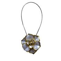 Magnet decorativ pentru perdea si draperie, D 3301, floare, cordon metalic, alb