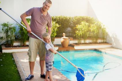 Sfaturi pentru intretinerea apei din piscine
