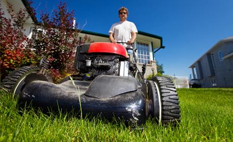 Ghid de cumparare masini si tractorase tuns gazon